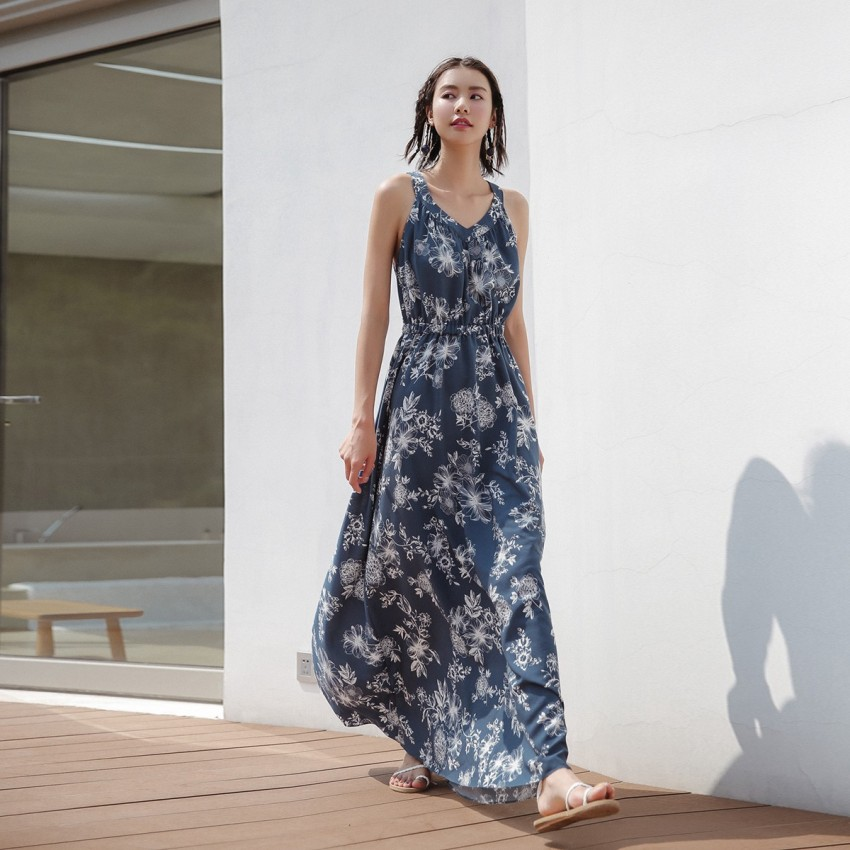 Buy Isislove Oval-Back Floral Navy Dress online, shop Isislove with free shipping