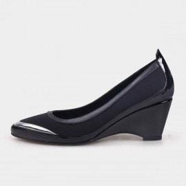 Pointed-Toe Faux Patent Leather Black Wedges (19DR10601)
