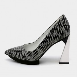 Pointed-Toe Faux Leather High-Polished High Heel Black Pumps (19DR10617)