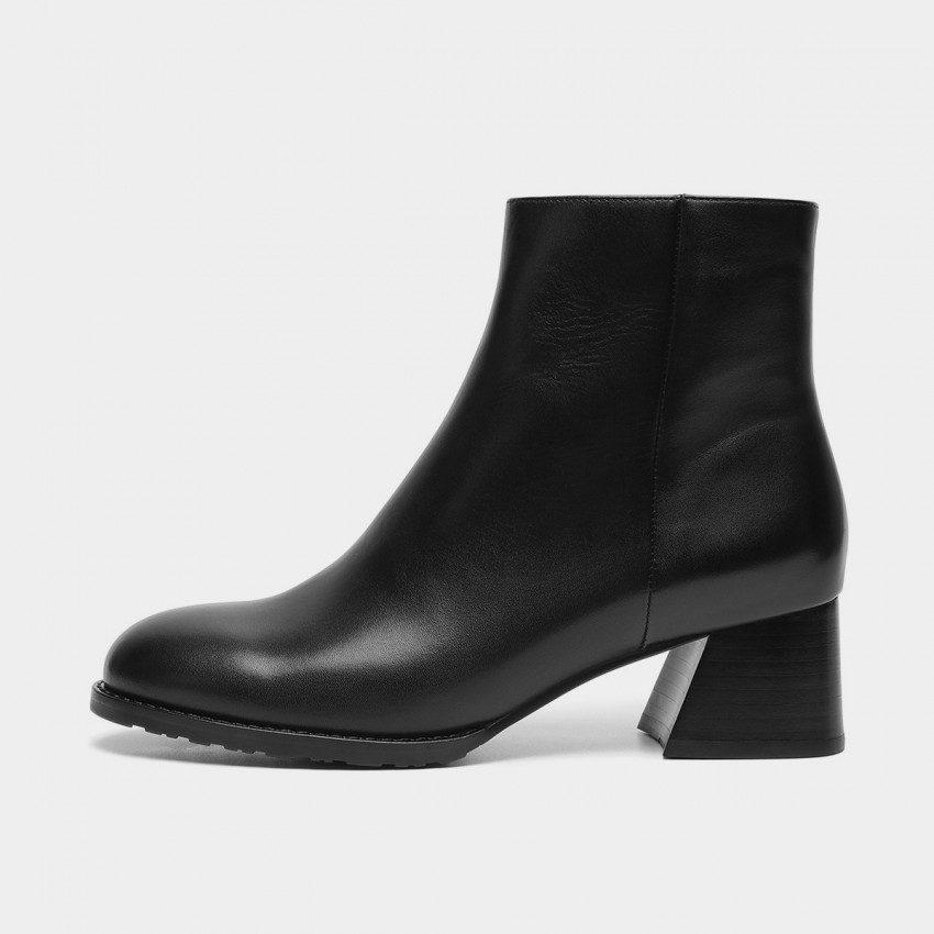 Buy Masoomake Wide Heel Ankle Black Boots online, shop Masoomake with free shipping