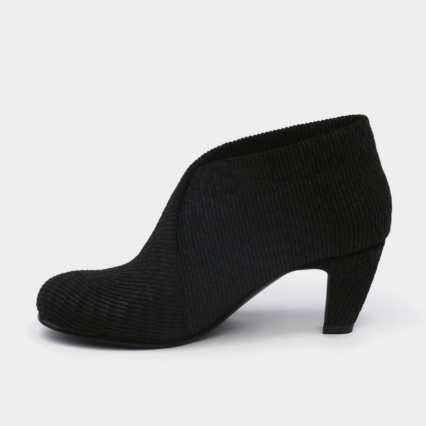 Buy Jady Rose Ankle High Medium Heel Traditional Oxford Black Pumps online, shop Jady Rose with free shipping