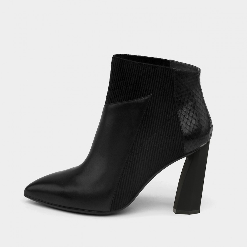 Buy Jady Rose Plain Black Boots online, shop Jady Rose with free shipping