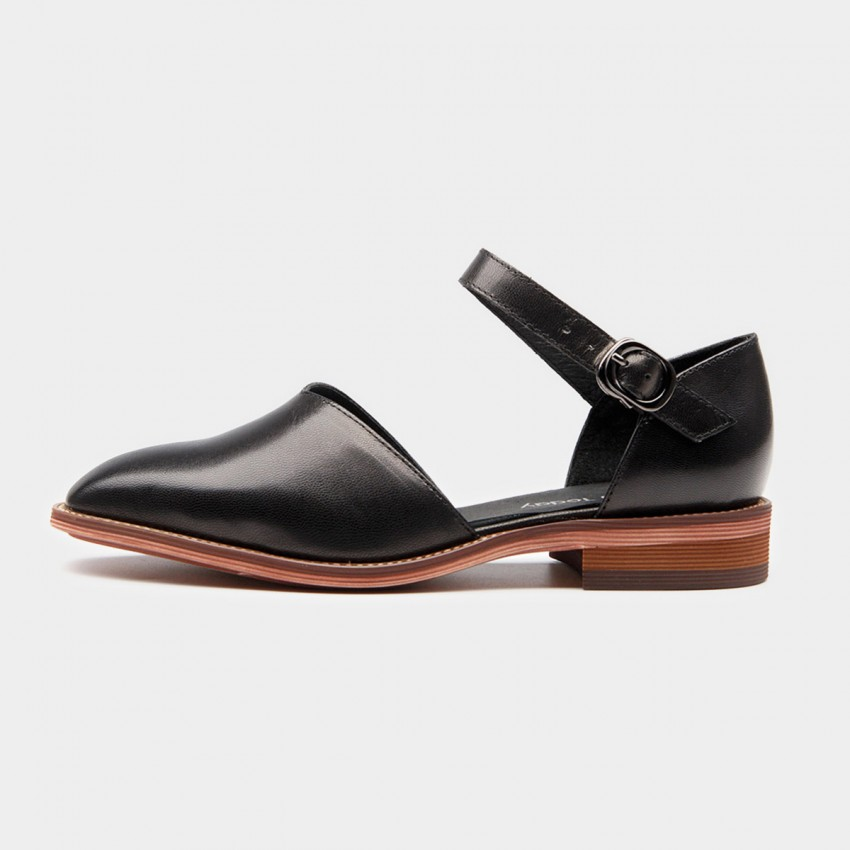 Buy Beau V-Shaped Strap Gradient Heel Black Pumps online, shop Beau with free shipping
